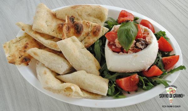 Novità: Mozzarella con tonno, olive taggiasche e pomodorini - pizze in edizione limitata giugno - soffio di grano