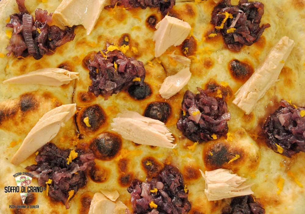 Pizza-cipolle-all'arancia-e-tonno