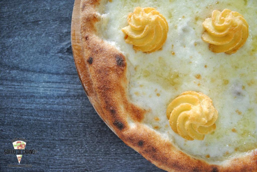 Fior-di-latte-km0,-gorgonzola-dolce,-patate-duchessa - edizione limitaat - Soffio di Grano