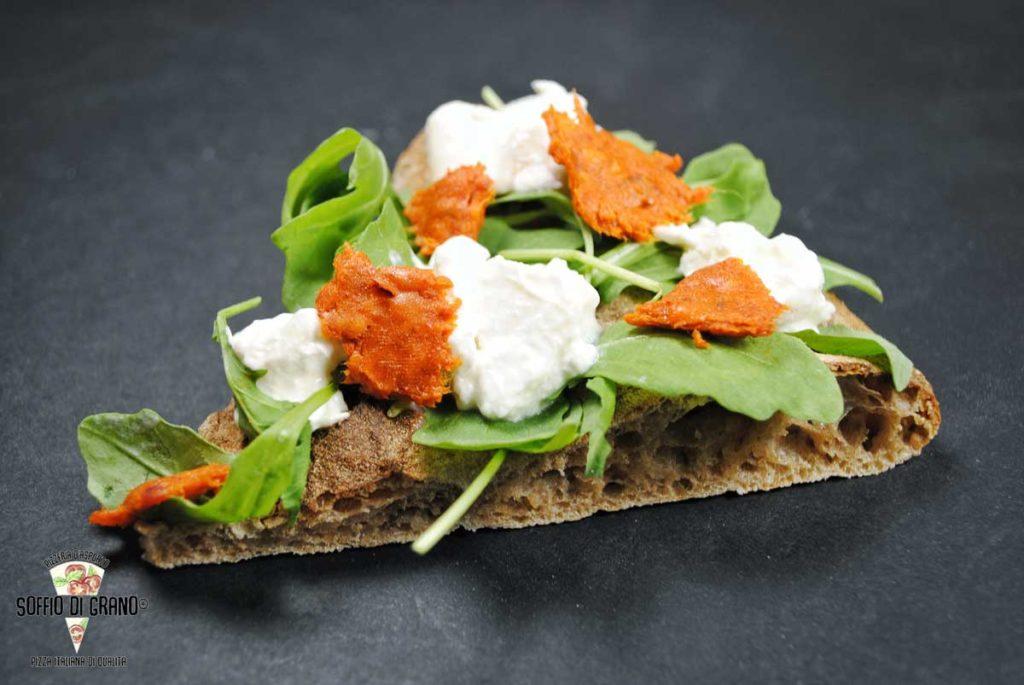 Vi presentiamo la nostra nuova Scrocchiarella monoporzione (tipo di farina: rustica), e i nuovi gusti 😋 OLIO E.V.O. , 'NDUJA CALABRESE, RUCOLA FRESCA, BURRATA DI BUFALA A FREDDO