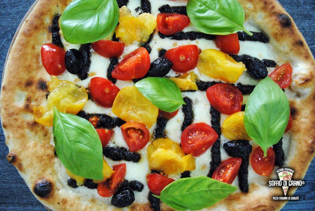 Pesto di olive nere, pomodorini rossi, pomodorini gialli