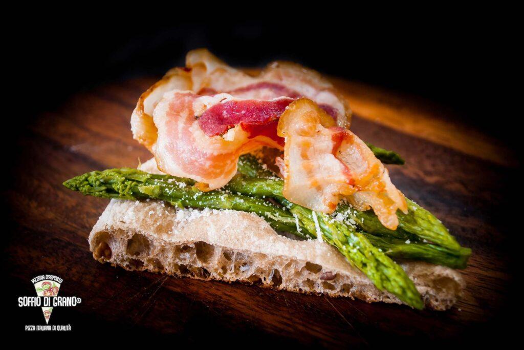 Asparagi, pecorino, pancetta croccante - Scrocchiarella a Edizione limitata - Soffio di Grano