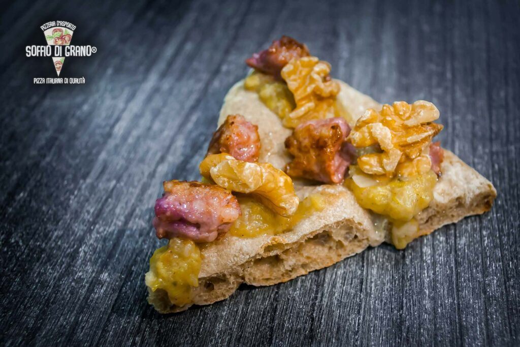 """Crema di porri """"artigianale"""" (carota sedano cipolla olio evo porri), salsiccia, noci - Scrocchiarella ed. limitata - Soffio di Grano - Gennaio 2021"""